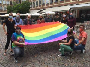 Seit vielen Jahren wurden mit dem Hissen der Regenbogenfahne vor dem Stadthaus 1 die Pride Weeks eingeläutet.